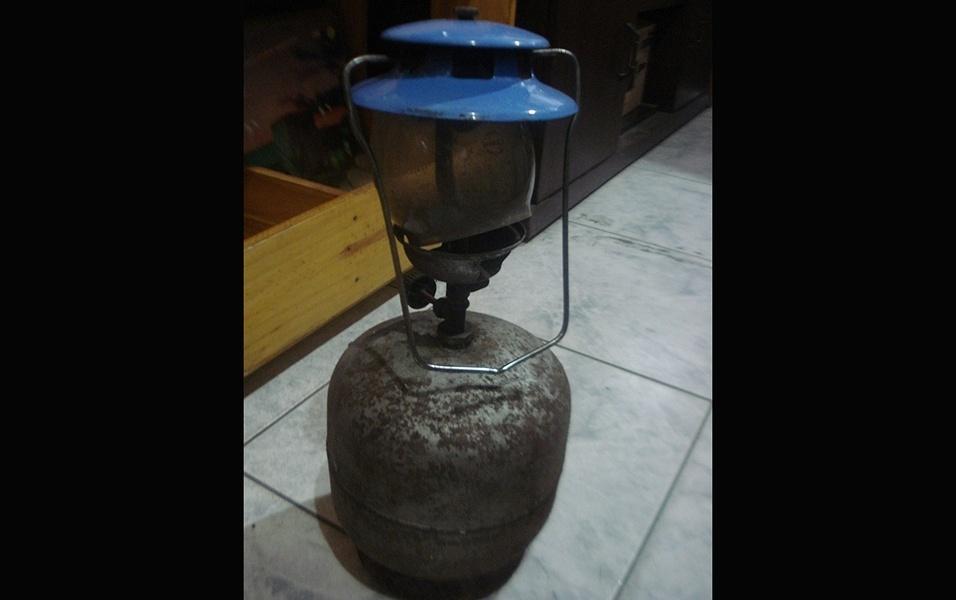 Botijão de gás e lampião