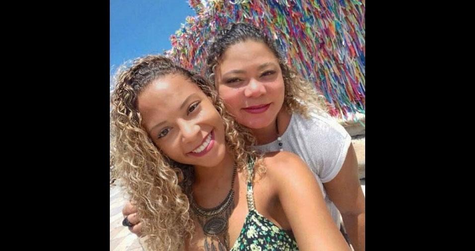 """Yonala Silva, de Salvador (BA), homenageia sua mãe, Elizabeth Silva: """"Para mim você é especial todos os dias. Te AMOOOOOOOO!"""""""