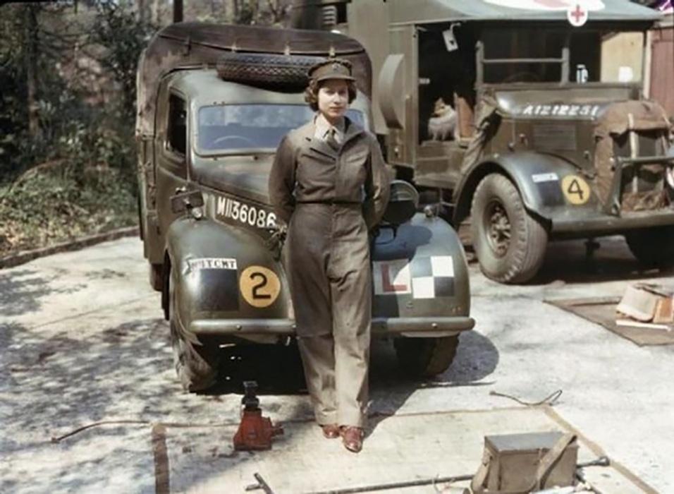 A Rainha Elizabeth, no tempo em que serviu na Segunda Guerra, em 1945, aos 18 anos