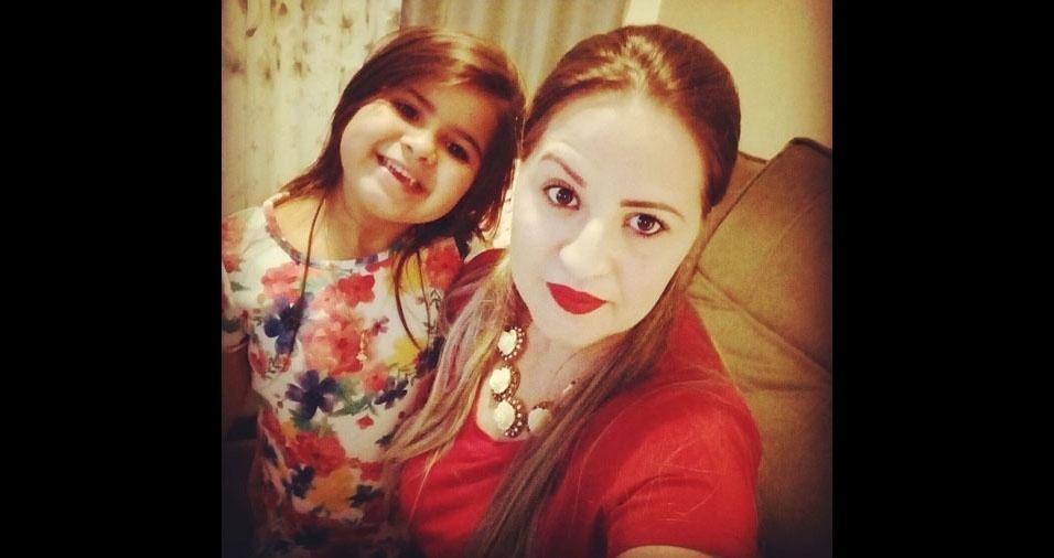 Isabela Oliveira Batista, cinco anos, com a mamãe Rita de Cássia Batista Araujo. Elas são de São José dos Campos (SP)