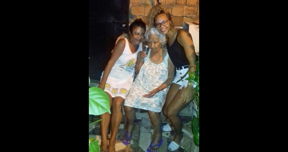 """Yonala, de Salvador (BA), quer fazer uma singela homenagem para a vó Marlene (direita) e para a bisavó Enedina (centro): """"Queridas avós!!!! As amo de montão"""""""