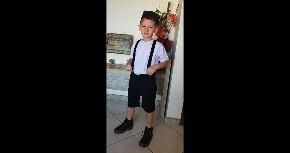 Antonio, cinco anos, é o filho da Elisangela Martins Mota, de  Vila Velha (ES)