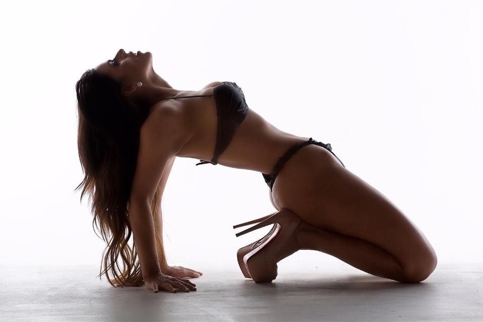 """20.fev.2016 - Suzy Cortez, Miss Bumbum 2015, agora é vegana e dispara contra dietas fitness. """"Hoje me alimento bem e sou contra essas dietas fitness que destrói o corpo com o tempo"""""""
