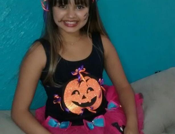 A Beatriz, de Realengo, no Rio de janeiro, se vestiu de bruxinha para a festa de Halloween da escola de inglês