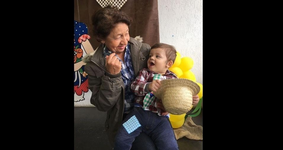 Vovó Edileusa, de São Paulo (SP), com o netinho Vitor Hugo