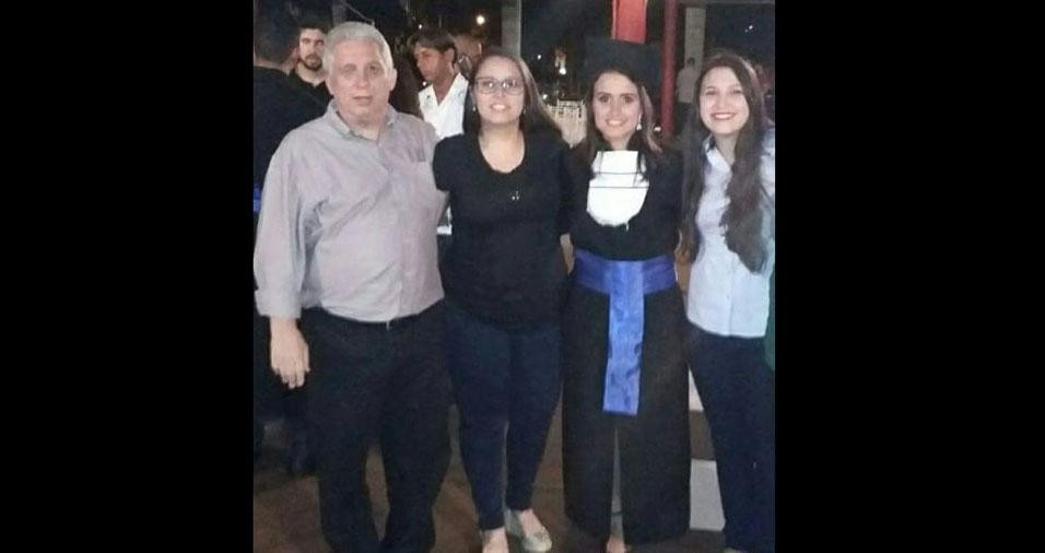 Thaís, Tatiana e Thainá com o papai Marcus Vinícius, do Rio de Janeiro (RJ)