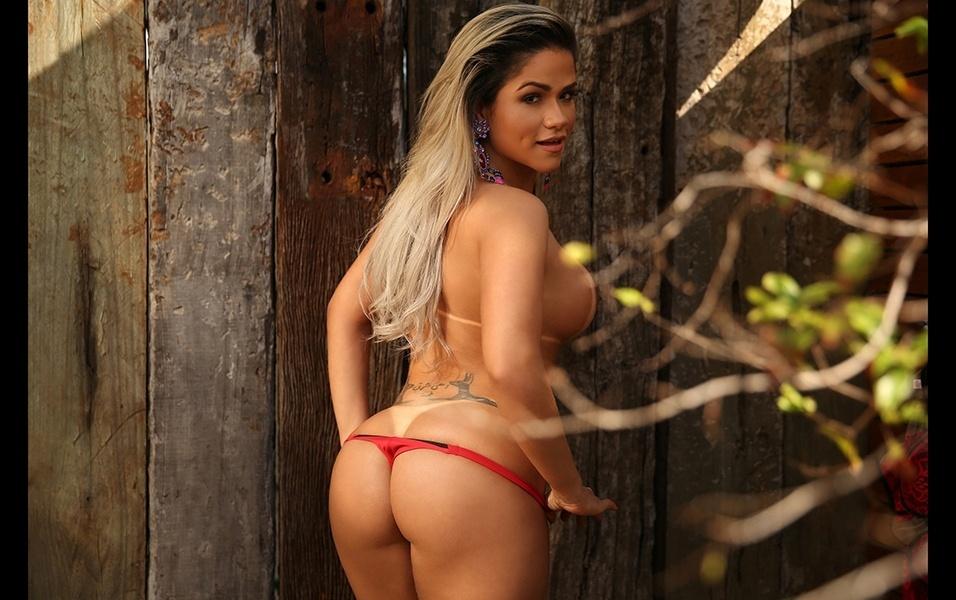 15.ago.2017 - Natália posa sensual em ensaio para o site Diamond Brazil
