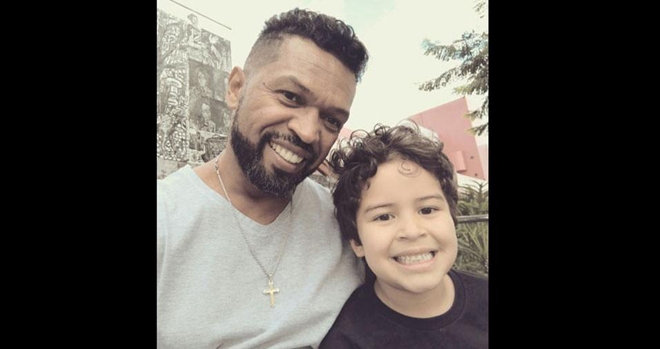 O Victor quer comemorar o dia dos pais com seu pai Carlinhos no BOL