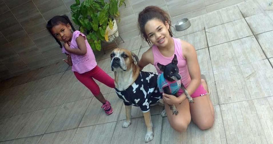Amanda enviou foto das filhas Nicole, de 11 anos, e Lorena, de quatro anos