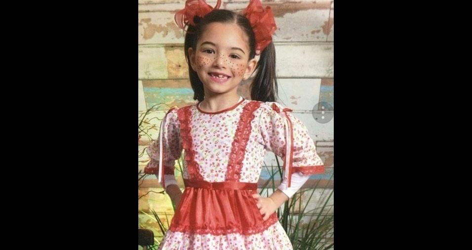 Marina Bertolez Vehuer Honda, de oito anos, em foto enviada pela mamãe Ana Márcia de Oliveira, de  Campo Grande (MS)