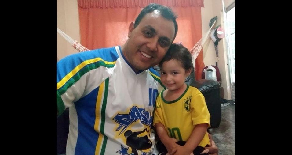 Papai Johnny Oliveira com a filha Lara Gabriella, de Guarulhos (SP)