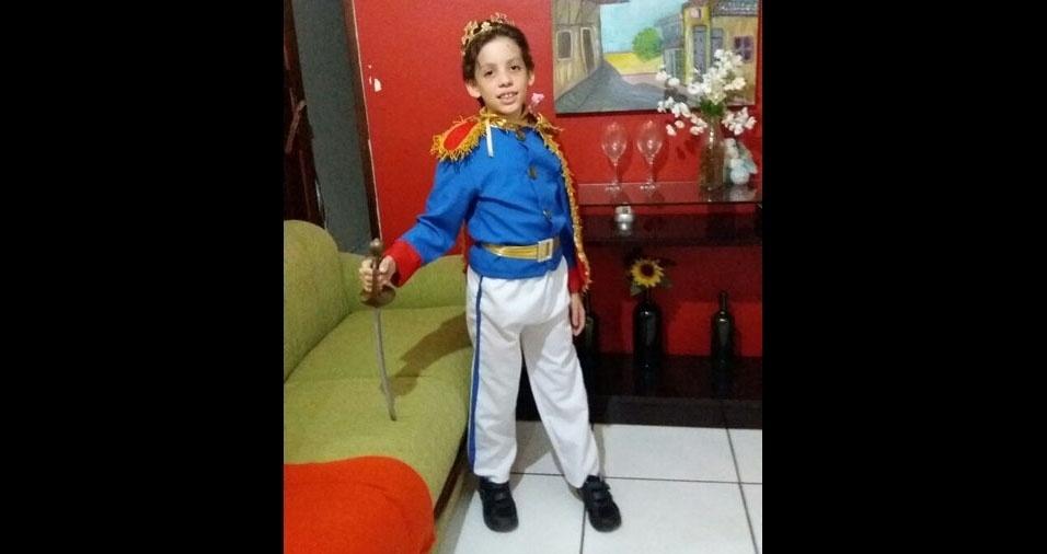 O príncipe Cauã, prontinho para encontrar sua rainha, a mamãe Marisa Fátima