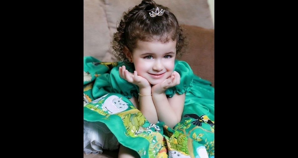 Vivianne enviou foto da filha Anna Julia, toda charmosa