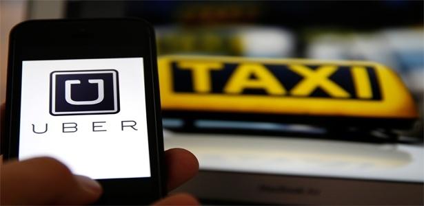 Entre o corporativismo dos taxistas em defesa de seu monopólio e o poder econômico e biografia controversa da Uber há uma discussão: o que é melhor para a cidade? (www.apublica.org)