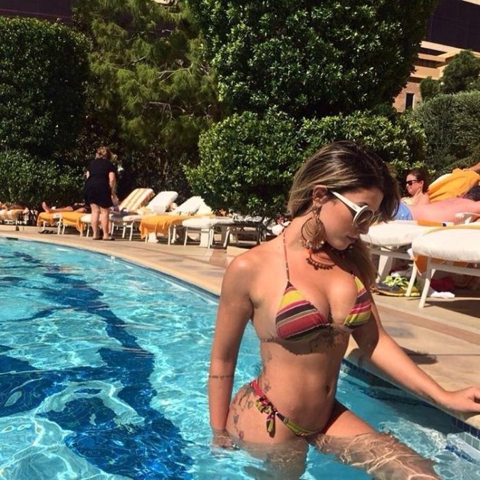 23.set.2016 - A ex-Panicat Babi Rossi mostrou que quer aproveitar a vida: