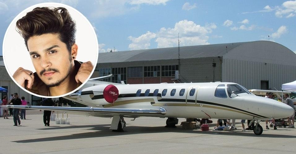 2. O cantor Luan Santana tem um Cessna Citation V, avião executivo bimotor turbofan que pode levar até oito passageiros com autonomia de 2,3 mil quilômetros. Uma aeronave dessas usada custa em torno de US$ 1,8 milhão