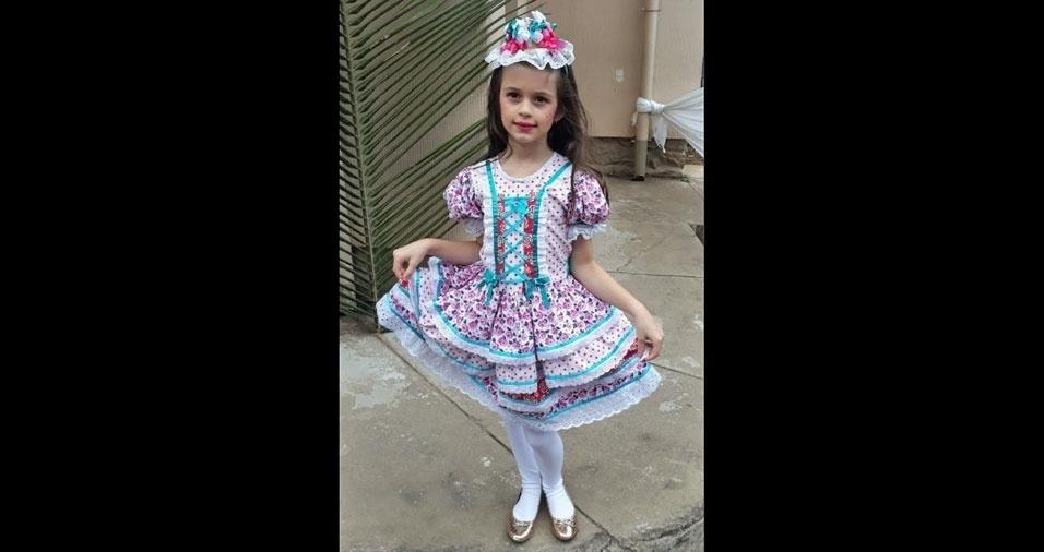 Camila, de sete anos, posou para a mamãe Carla Souza Ferreira Toffoli, de Santa Teresa (ES)
