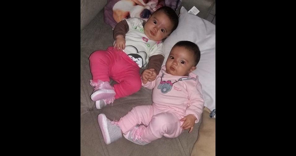 """As gêmeas Ana Luíza e Giovanna, em foto enviada pela Juliana Fusco: """"Mamãe ama muito!"""""""