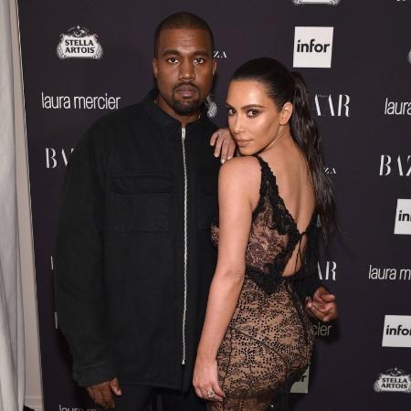 "Kanye West e Kim Kardashian em festa da revista ""Harper""s Bazaar"", em Nova York - Bryan Bedder/Getty Images"