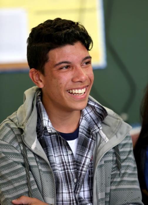 Eduardo, do 9º ano, se diverte com a roda de discussões realizada com alunos e professores da EMEF Marili Dias