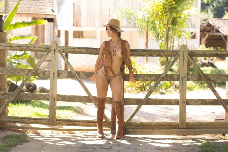"""27.jun.2017 - Depois de muitos pedidos e propostas, Thalita Zampirolli finalmente posou para seu primeiro ensaio nu. A sessão de fotos aconteceu em uma fazenda na cidade de Muqui (ES) para o site """"Diamond Brazil"""". """"Foi meu primeiro ensaio de nu artístico e ficou super elegante como eu sonhei"""", declarou a modelo"""