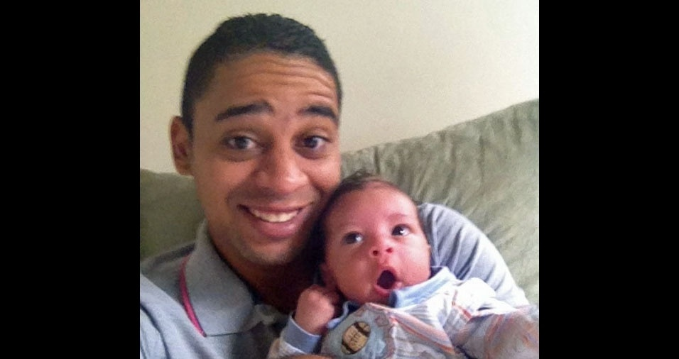O papai Lucas com o filhinho Miguel, de Salvador (BA)