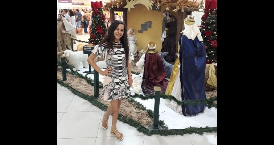 Nicolli Larissa, de Ribeirópolis (SE), em foto enviada pelo papai Adinaldo