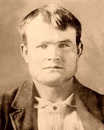 Robert LeRoy Parker era um açougueiro norte-americano pacato que certo dia decidiu se envolver em um roubo de cavalos. Preso, o jovem desistiu de vez da vida correta e entrou no mundo do crime, formando sua própria quadrilha de assaltos a banco e trens. Nessa época, o criminoso já atendia pelo nome que viria a se tornar lendário: Butch Cassidy. Procurados pela lei, em 1901, Cassidy e seu famoso parceiro, Sundance Kid, fugiram dos EUA para Argentina, e em seguida para a Bolívia, onde supostamente foram mortos em um tiroteio, em 1908, mas os detalhes da morte nunca foram confirmados