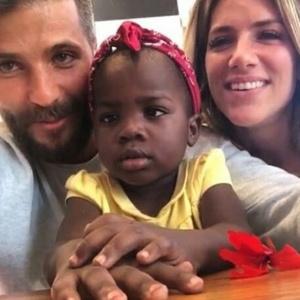 8.jul.2016 - Bruno Gagliasso e Giovanna Ewbank posam com a filha adotiva Chissomo - Reprodução/Instagram