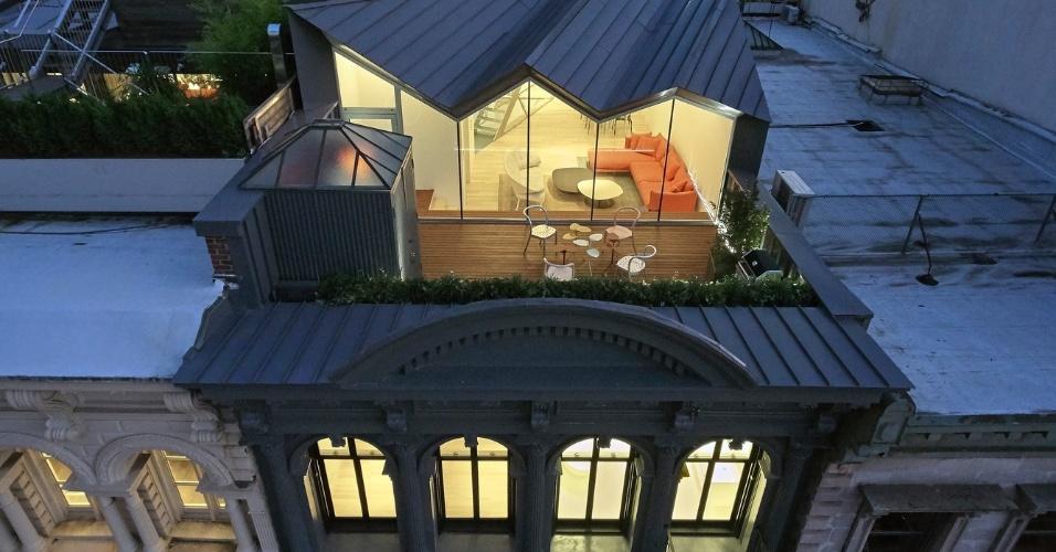 6.mar.2017 - O vencedor da categoria Reforma foi o The Stealth Building (o prédio camuflado, em tradução livre), projeto do estúdio WORKac construído em Nova York, nos Estados Unidos. A fachada do prédio mantém o estilo tradicional do começo do século XX, mas no topo foi construída uma casa em estilo contemporâneo