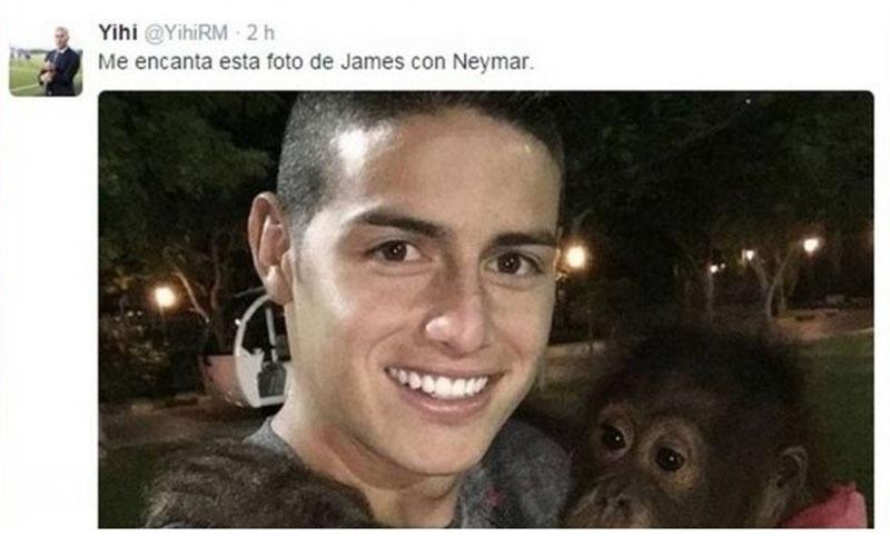 """22.dez.2015 - Um torcedor do Real Madrid fez um post racista atacando o jogador Neymar, do Barcelona, no Twitter nesta terça-feira (22). Na postagem, o torcedor identificado como Yihi (@yihiRM) comparou o jogador brasileiro com um macaco. O internauta usou a imagem de James Rodríguez, jogador colombiano do Real Madrid, com um macaco no colo. Na legenda, o racista disse: """"Gosto muito dessa foto de James com Neymar"""". Em poucos segundos, a foto teve grande repercussão e milhares de torcedores do Barcelona e brasileiros reprimiram o agressor virtual, que acabou deletando a foto de seu perfil. Em seguida, o rapaz se desculpou. """"Nunca havia recebidos tantos insultos na minha vida. Peço perdão, só queria fazer uma brincadeira"""", escreveu. Mais tarde, o rapaz deletou sua conta na rede social"""