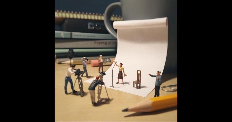 3. O fotógrafo faz uma crônica visual da vida no escritório criando miniaturas que têm lápis, papel e clipes como cenário