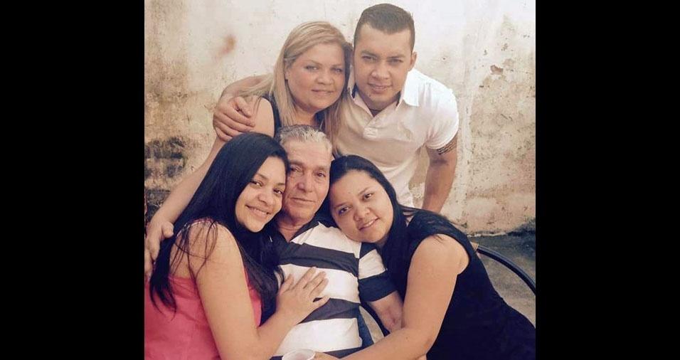 Edvaldo com seus quatro filhos: Elis, Ely Carlos, Eliane e Evaneide