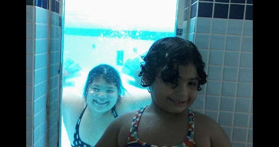 """O pai Luiz Carlos enviou foto das filhas Lúcia Helena, de 16 anos, e Gabriela, de sete anos: """"Deus me deu vocês de presente,e estar com vocês todos os dias de minha vida é o que me dá vida e vontade de viver até pelo menos 1000 anos """", de Pindamonhangaba (SP)"""