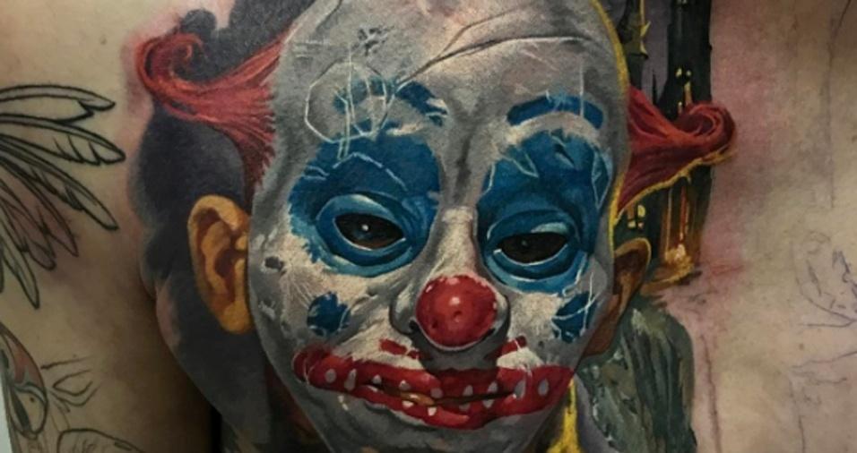 12. O perfeccionismo é marca do trabalho do tatuador, que não deixa um único detalhe para trás