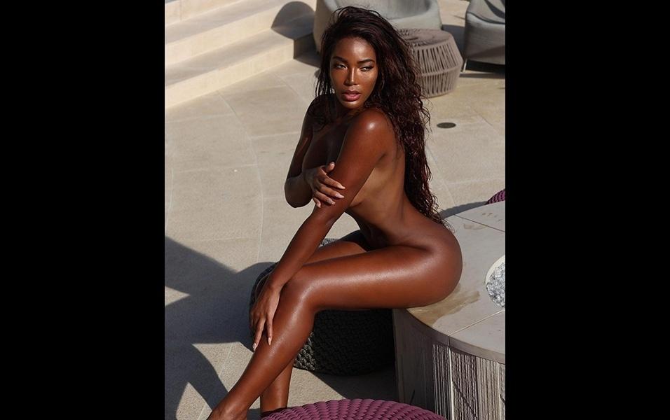 5.mar.2018 - Em outra imagem postada no Instagra, Monifa aparece nua e exibe um bronzeado sensacional