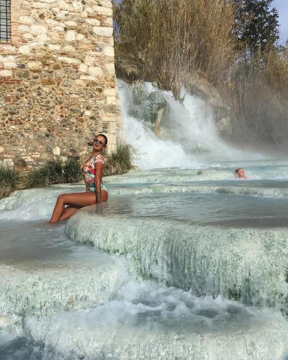 16.jan.2017 - Ex-BBB Ariadna dá dica de viagem em estância termal na região da Toscana, distante cerca de 2 horas de Roma, na Itália