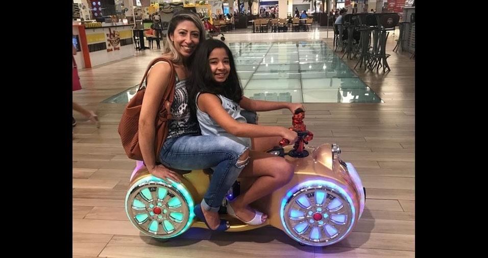 Aline Sales com sua filha Isabeli, de Pindamonhangaba (SP)