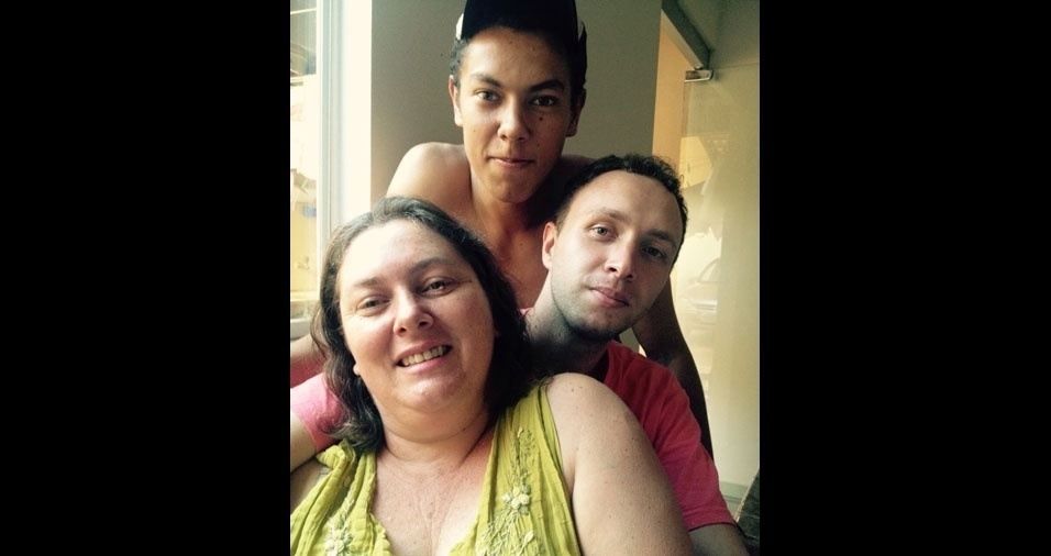 Jhonnata e Eloy com a mamãe Maria Gorete, de Coromandel (MG)