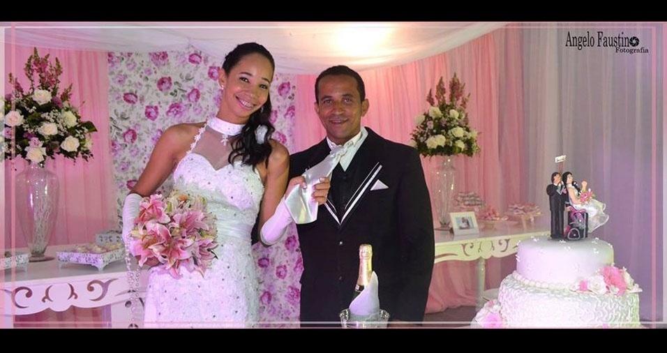 Kely Almeida Santos da Silva e Perivaldo Ribeiro da Silva casaram em 13 de dezembro de 2014, em Ipirá (BA)
