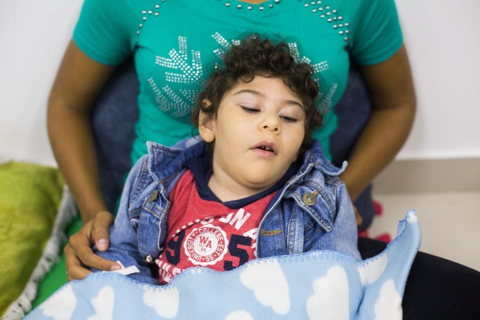 Germana Soares - UMA -Segundo dados do Ministério da Saúde, de 2017, 55,9% das crianças com microcefalia por conta do zika vírus receberam atendimento completo no Brasil. Em 2017, dois anos após o surto da doença, apenas 14% tiveram o acesso ao atendimento completo