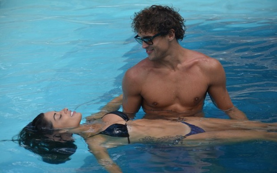 8.abr.2017 - Aline Riscado e o namorado Felipe Roque estão hospedados em um hotel em cidade do agreste pernambucano