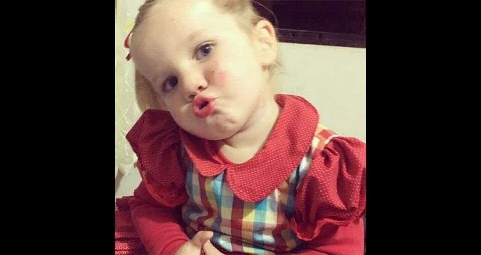 Olha que graça o biquinho da Luiza Boter, três anos, de Terra Roxa (PR), em foto enviada pela mamãe, Maria Boter
