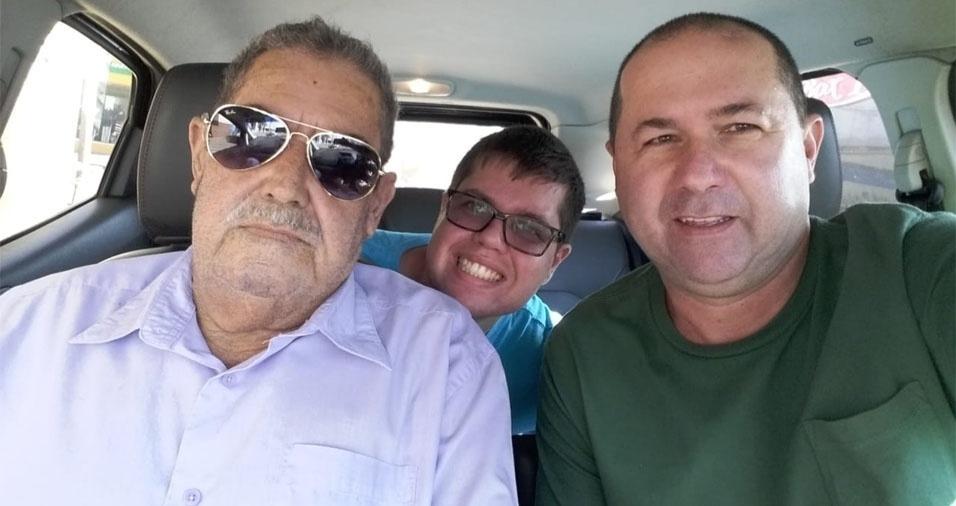"""""""Meu nome é Wallace Souza, o nome do meu pai é Waldir dias de Souza e o nome do neto é Rômulo Souza Campos. """"Duas  gerações de muito amor"""". A família é de Osasco (SP)"""