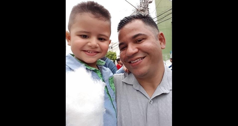 Só sorrisos! Heitor Albuquerque posou com o pai Érico Matheus, de Guarulhos (SP)