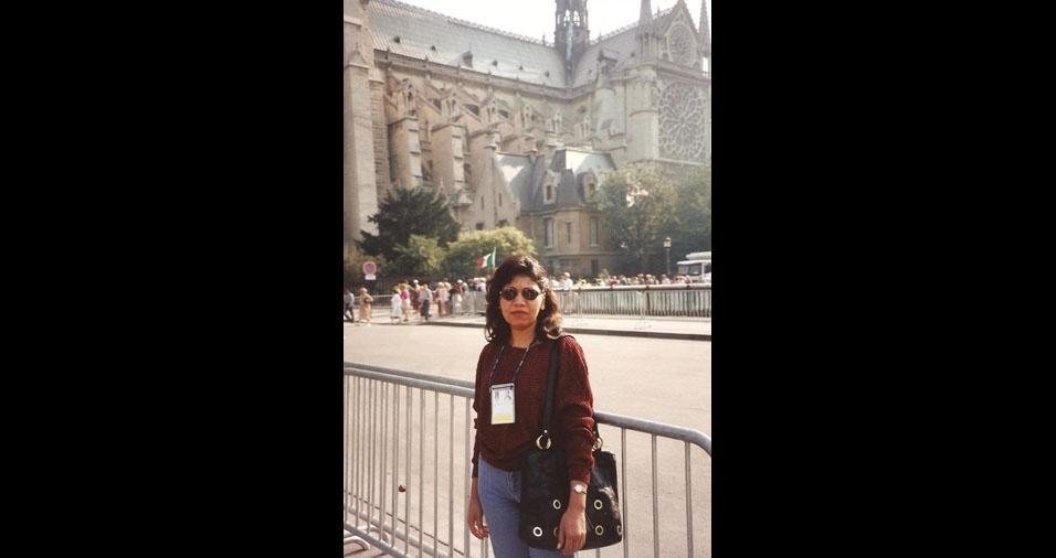Adelina Nonata Fernandes, mineira que mora em Teresina (PI), estava em Paris, França, em 1996