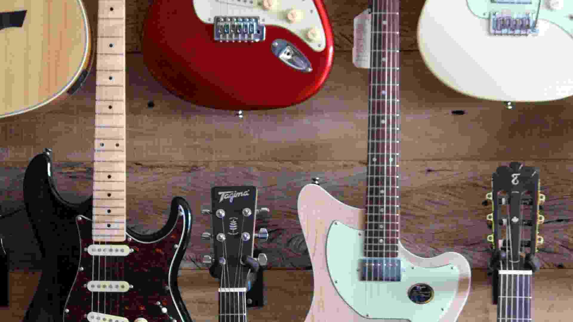 """O BOL foi conhecer como funciona a única fábrica do Brasil que ainda produz guitarras e baixos em série. A reportagem passou o dia na fábrica da Tagima, em São Bernardo do Campo (SP), e agora mostra como são produzidos os instrumentos da linha """"Handmade Brasil"""" - Eduardo Heering/BOL"""