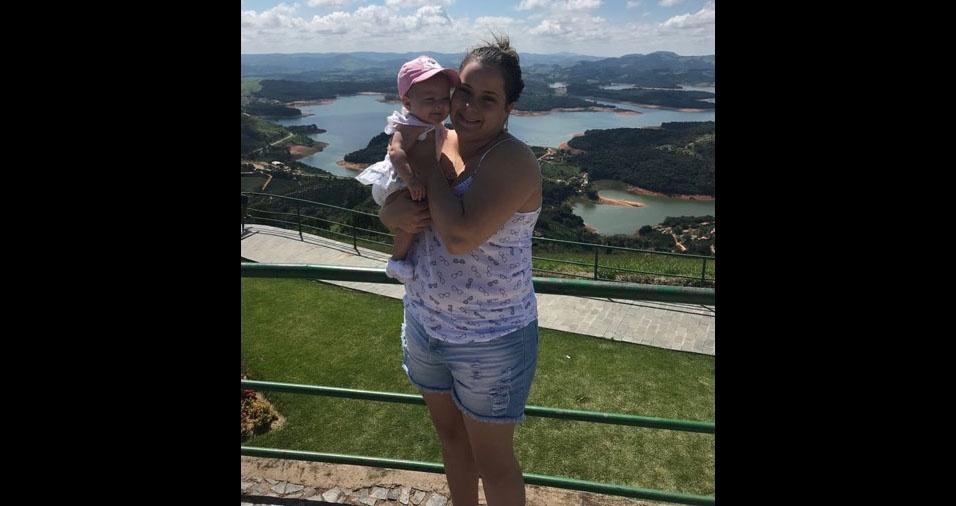 """Maria Eduarda com a mamãe Bruna, de Vinhedo (SP): """"Parabéns pelo seu primeiro dia das mamães. Te amo!"""""""