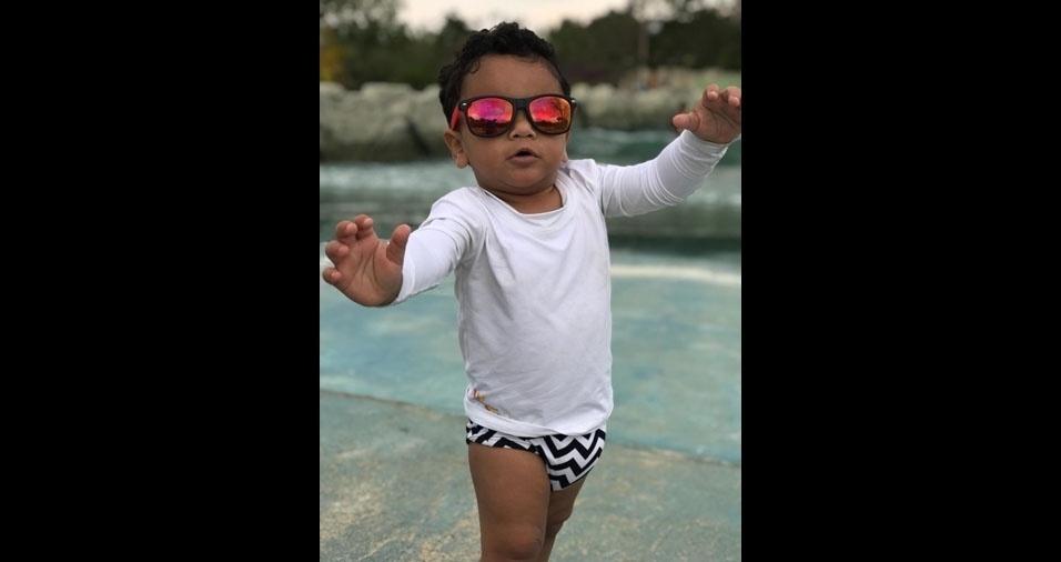 Aylla e Augusto, de Ibiá (MG), enviaram foto do filho Lorenzo, cheio de estilo com seus óculos espelhados