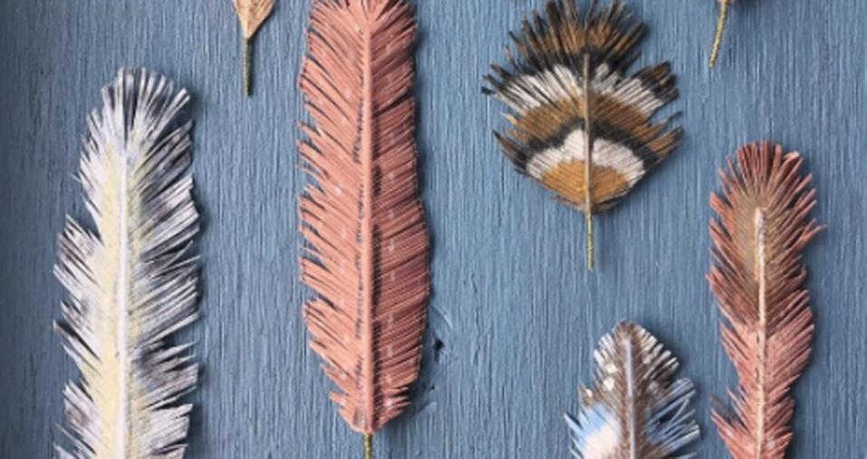 5. Os materiais usados são estruturas, algumas vezes feitas com arame ou até mesmo com papel, sempre cobertos por papel e pintados à mão com riqueza de detalhes
